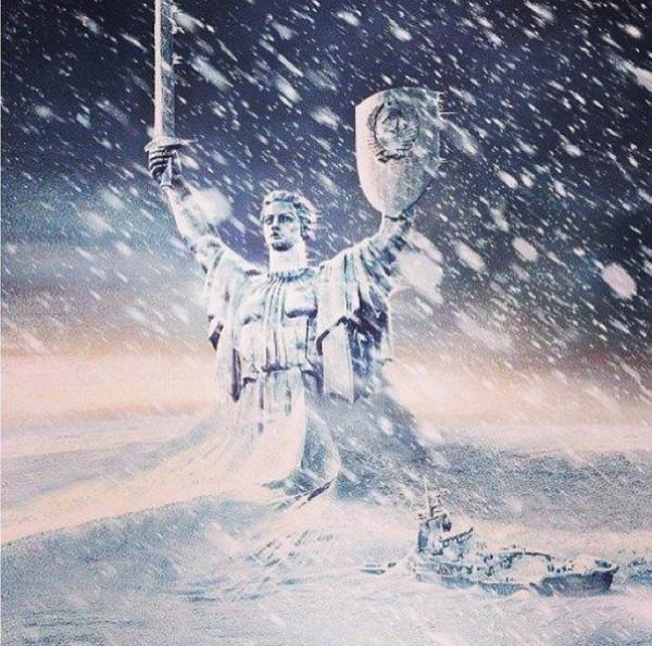 Сегодня 50 февраля 2013 года. Киев завален снегом. Продукты заканчиваются, в магазин не добраться. Общественный транспорт стоит. метро не работает... Выживаем как можем...