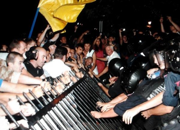 Новый штурм отделения милиции уже в Киеве.