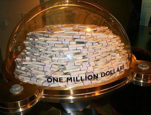 Вот сколько места занимает один миллион долларов.
