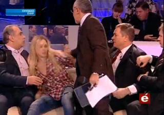 Активистка FEMEN на программе у Шустера подралась с Колесниченко
