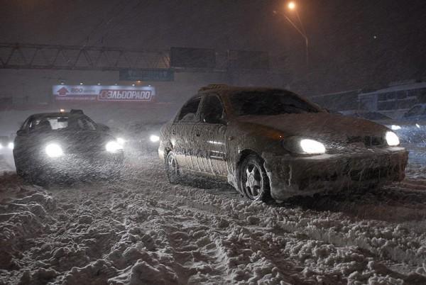 Киев в снегу: уборка снега киев, в киеве снег, уборка снега в киеве, фото киев снег, чистка снега киев, киев засыпало снегом, киев завалило снегом