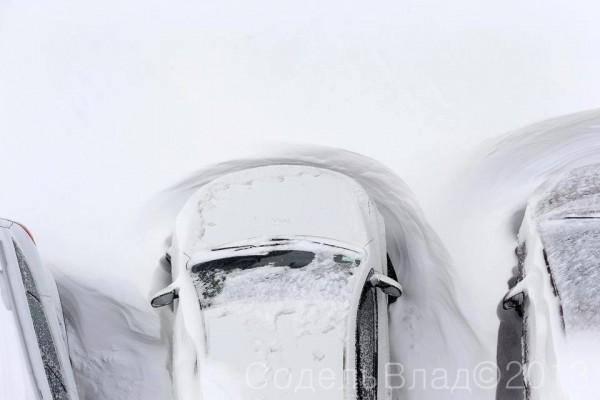 В связи с осложнением погодных условий (интенсивный снегопад, метель, заносы), в Киеве объявили чрезвычайную ситуацию.