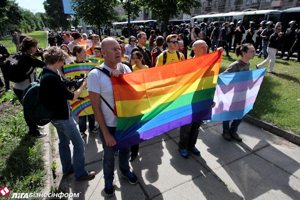 Сегодня в Киеве прошел гей парад )